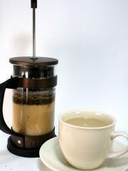 ホビーカフェガイアのコーヒー牛乳。コーヒーが活きてます。